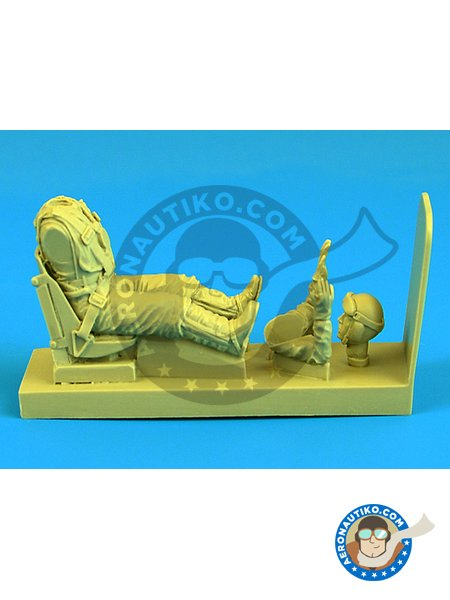 Fw.190 German Luftwaffe Pilot with seat | Figure in 1/32 scale manufactured by Aerobonus (ref. 320116) image