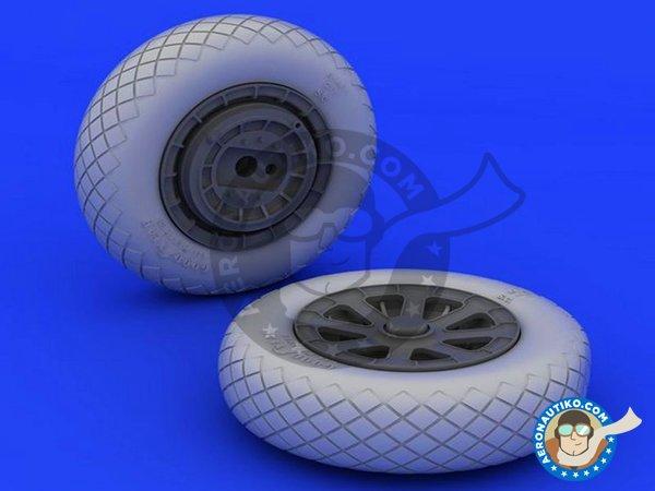 Image 2: F4U-1 wheels diamond pattern   Wheels in 1/32 scale manufactured by Eduard (ref.632052)