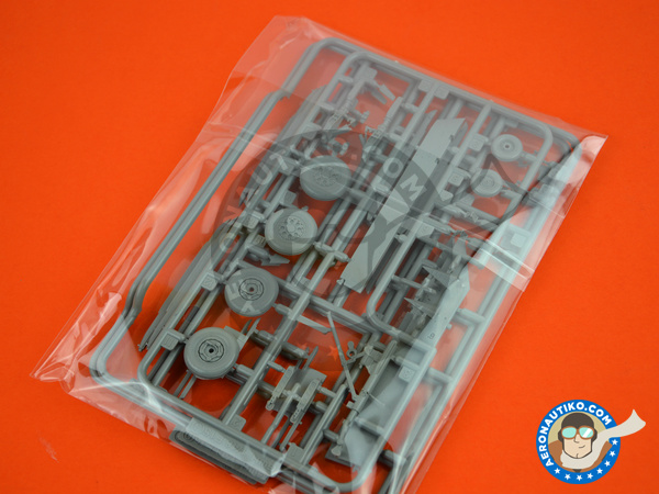 Image 7: McDonnell Douglas F-15 Eagle C | Airplane kit in 1/48 scale manufactured by Great Wall Hobby (ref.S4806)