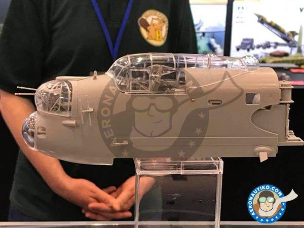 Image 1: Avro Lancaster B.Mk.I   Model kit in 1/32 scale manufactured by HK Models (ref.01E10)