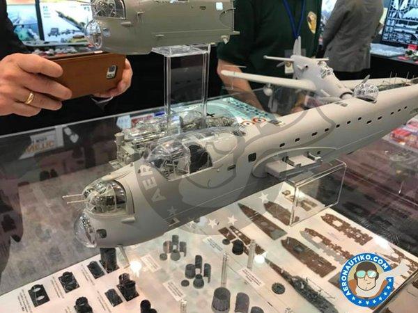 Image 8: Avro Lancaster B.Mk.I   Model kit in 1/32 scale manufactured by HK Models (ref.01E10)