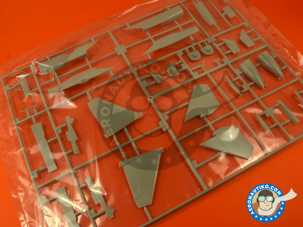 Image 3: Sukhoi Su-33 Flanker D | Airplane kit in 1/72 scale manufactured by Hasegawa (ref. 01565)