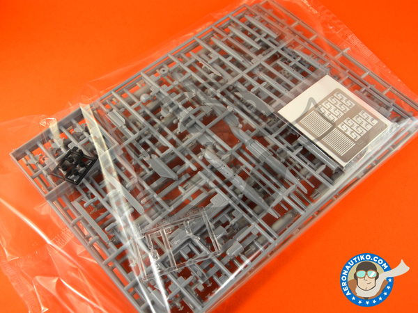 Image 2: McDonnell Douglas F-15 Eagle E   Airplane kit in 1/48 scale manufactured by Hasegawa (ref.07318)