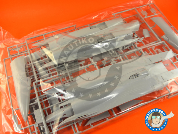 Image 3: McDonnell Douglas F-15 Eagle E   Airplane kit in 1/48 scale manufactured by Hasegawa (ref.07318)