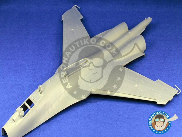Image 1: Su-27 Flanker Early Version | Airplane kit in 1/48 scale manufactured by Hobby Boss (ref. 81712)