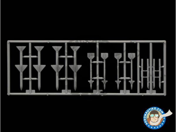 Image 5: McDonnell Douglas F-4 Phantom II C / D / J | Airplane kit in 1/72 scale manufactured by Italeri (ref.1373)