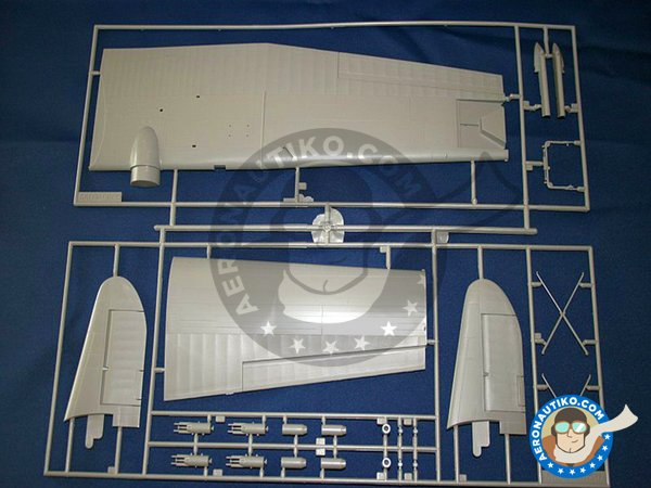 Image 4: Consolidated PBY-5A Catalina | Airplane kit in 1/48 scale manufactured by Revell (ref. 04507)