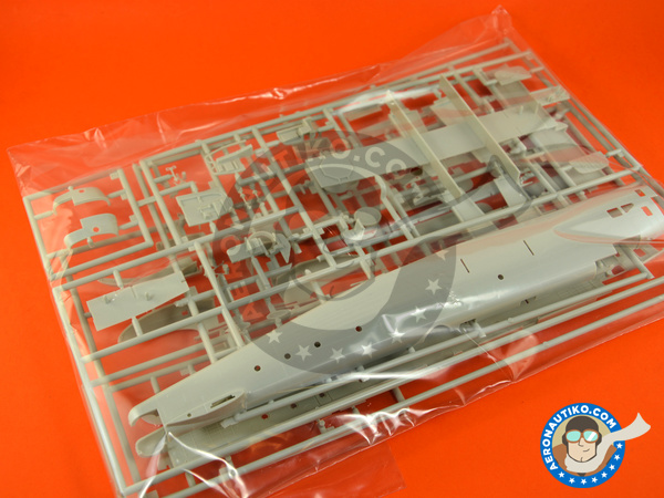 Image 3: Handley Page Halifax B Mk. III / V / VII | Airplane kit in 1/72 scale manufactured by Revell (ref. REV04936)