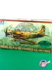 Tamiya: Airplane kit 1/48 scale - Douglas A-1 Skyraider A-1J - World War II - plastic model kit