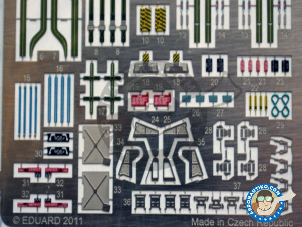 Image 4: Grumman F-14D seatbelts | Coloured photo-etched cockpit parts in 1/32 scale manufactured by Eduard (ref. 32706)