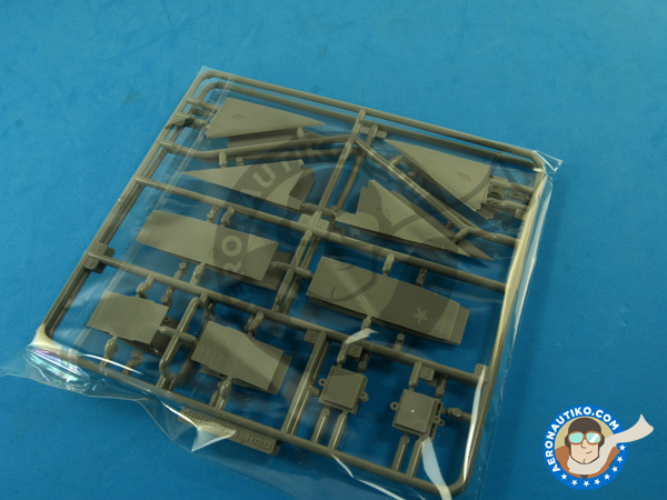 Image 6: McDonnell Douglas F-15 Eagle B / D | Airplane kit in 1/48 scale manufactured by Great Wall Hobby (ref. L4815)