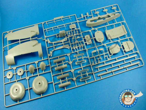 Image 10: Avro Lancaster B.Mk.I | Airplane kit in 1/32 scale manufactured by HK Models (ref. 01E10)