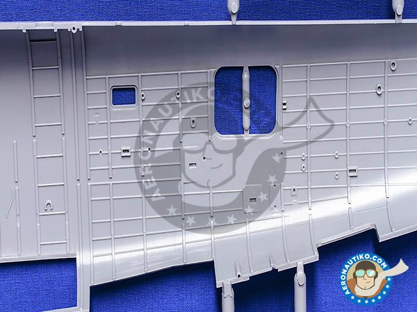 Image 11: B-24J Liberator | Airplane kit in 1/32 scale manufactured by Hobby Boss (ref. 83211)