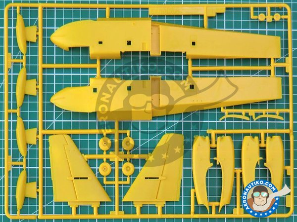Image 1: Canadair CL-415 | Airplane kit in 1/72 scale manufactured by Italeri (ref. 1362)