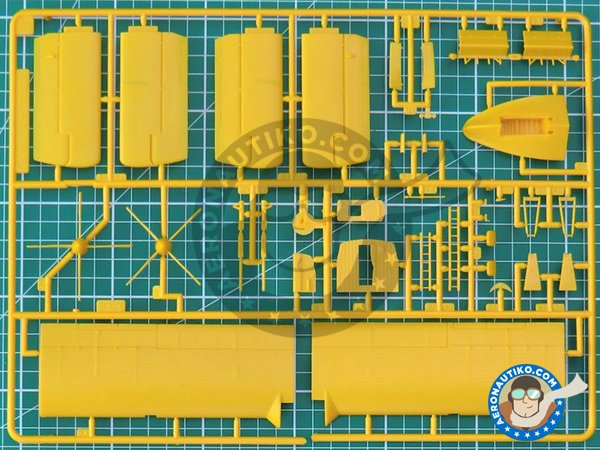 Image 3: Canadair CL-415 | Airplane kit in 1/72 scale manufactured by Italeri (ref. 1362)