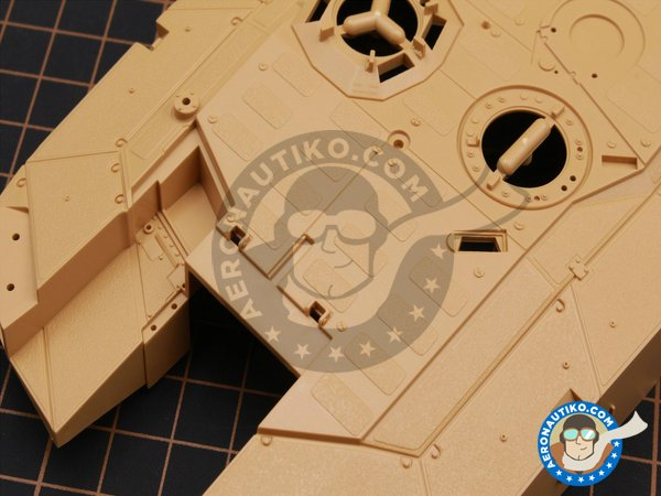 Image 2: LEOPARD II REVOLUTION II MBT | Tank kit in 1/35 scale manufactured by Tiger Model (ref. 4628)