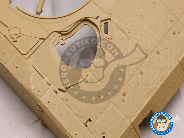 Image 4: LEOPARD II REVOLUTION I | Tank kit in 1/35 scale manufactured by Tiger Model (ref. 4629)
